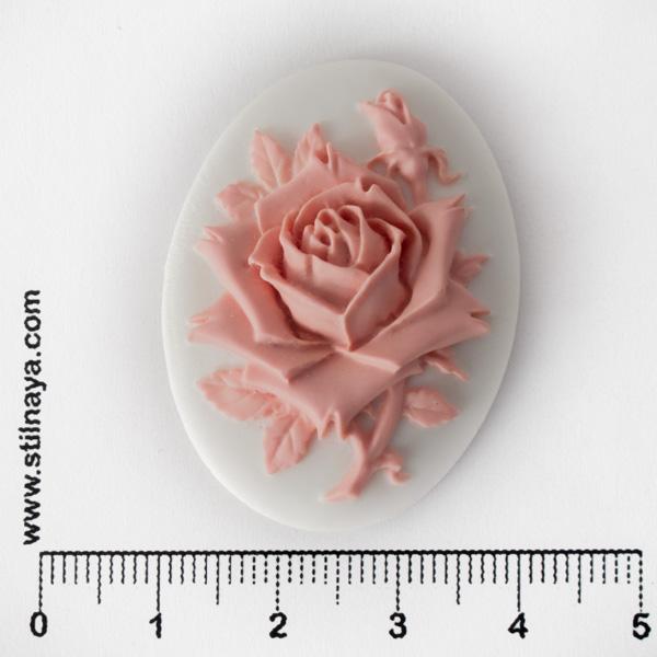Камея акриловая, 40*30мм, роза, розовая на белом